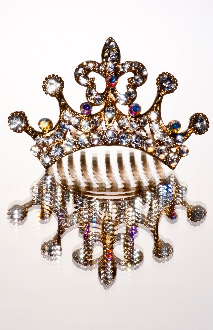 A bejeweled gold crown perfect for a pirate princess Halloween costume.