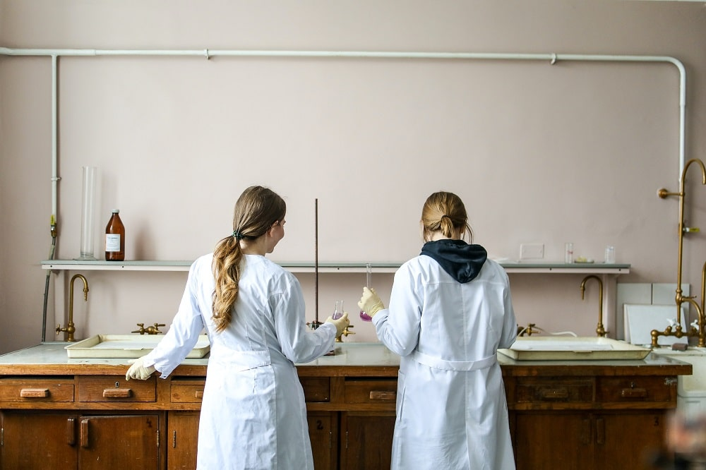 College students at the school laboratory doing experiments.